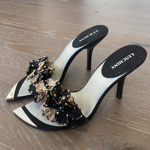 NEW! Luichiny Pointed Toe Floral Sandal   10